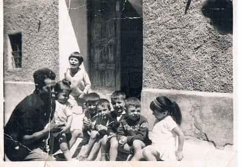 1969- Famil8